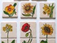 Dekory na ścianę do kuchni ,ręcznie malowane motywy kwiatowe,malowane farbami do ceramiki ,format jednego kafelka  10x10 cm,autorka Jolanta Kempa-Małecka,wykonanie na zamówienie